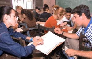 Repotaje de La Universalizaciòn de la enseñanza . Auto estudio en una de las sedes de La Provincia La Habana , Municipio de Nueva Paz .    18 de Enero 2006 .     Foto Josè Raùl Rodrìguez Robleda   REALIZADA:18/01/2006 PUBLICADA:27/02/2006    PAG.9 FUENTE:TRABAJADORES ORIGINALES:F09127 FOTOGRAFO:ROBLEDA, JOSE R OBSERVACIONES:EDUCACION/SUPERIOR/UNIVERSALIZACION